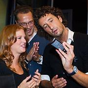 NLD/Amsterdam/20131003 -  Dad's moment , Jeroen Latijnhouwers en Jan Joost van Gangelen krijgen info over Farouk producten