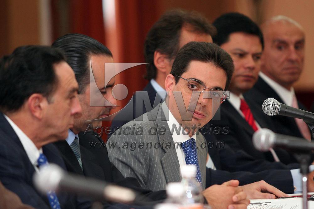 Toluca, Mex.- Alberto Bazbaz Sacal, procurador General de Justicia del Estado de México, informó que a partir del lunes ingresaron a la policía ministerial cien elementos más, los cuales estarán laborando en diferentes áreas de acuerdo a su perfil.. Agencia MVT / Etna Aguilar. (DIGITAL)<br /> <br /> <br /> <br /> NO ARCHIVAR - NO ARCHIVE