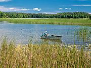 Wędkarz na jeziorze Studzienicznym koło Augustowa