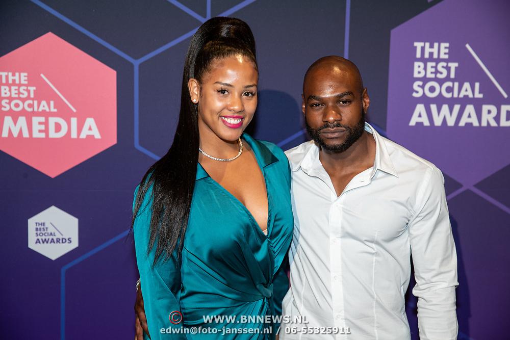 NLD/Amsterdam/20190613 - Inloop uitreiking De Beste Social Awards 2019, Joanne Lopes en partner Raymundo Francis