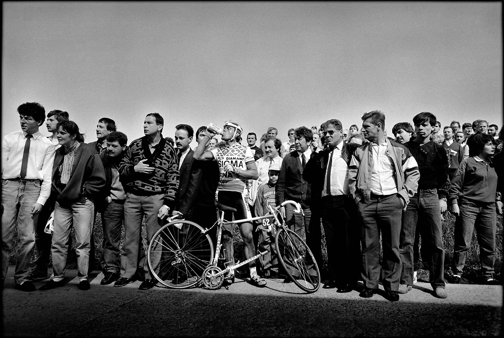 Belgium, Flandres, 03-04-1988.<br /> Cycling, Tour of Flandres,<br /> The dutch rider Hennie Kuiper is dropped by his bicycle and waits for another.<br /> The spectators are following the race and don't have any attention to the former world- and olympic champion.<br /> Photo: Klaas Jan van der Weij