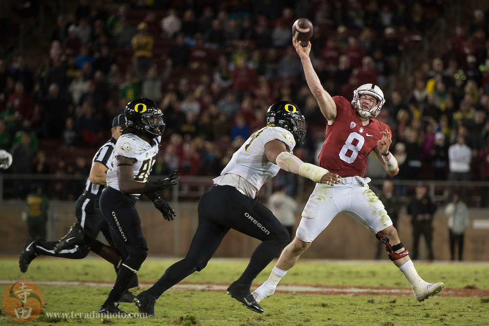 November 14, 2015; Stanford, CA, USA; Oregon Ducks defensive back Reggie Daniels (8) passes the football against Oregon Ducks defensive lineman DeForest Buckner (44) during the fourth quarter at Stanford Stadium. The Ducks defeated the Cardinal 38-36.