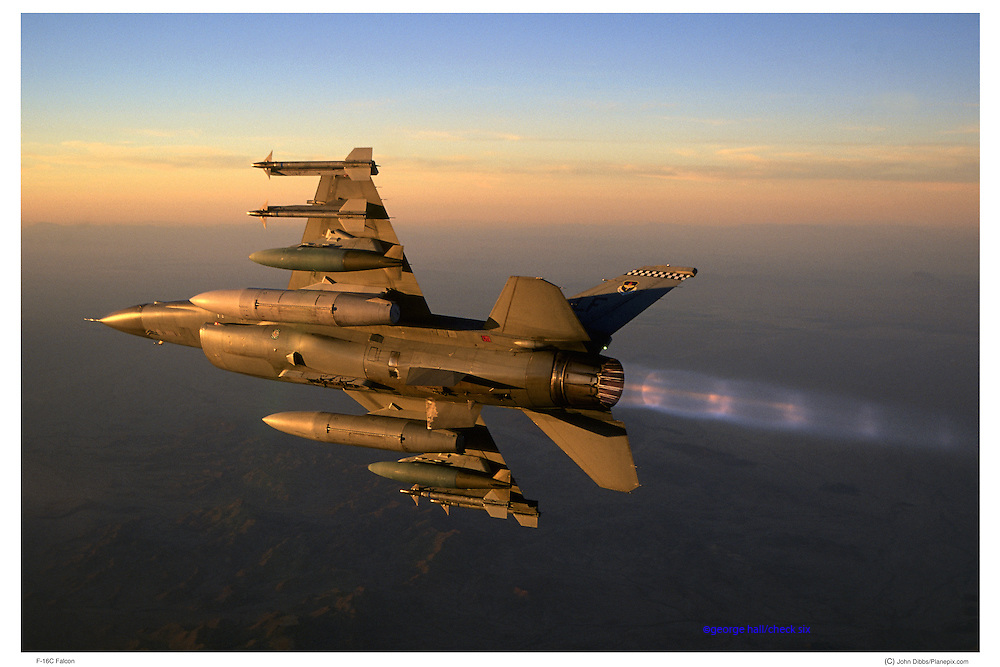 F-16C Breaking with bombs