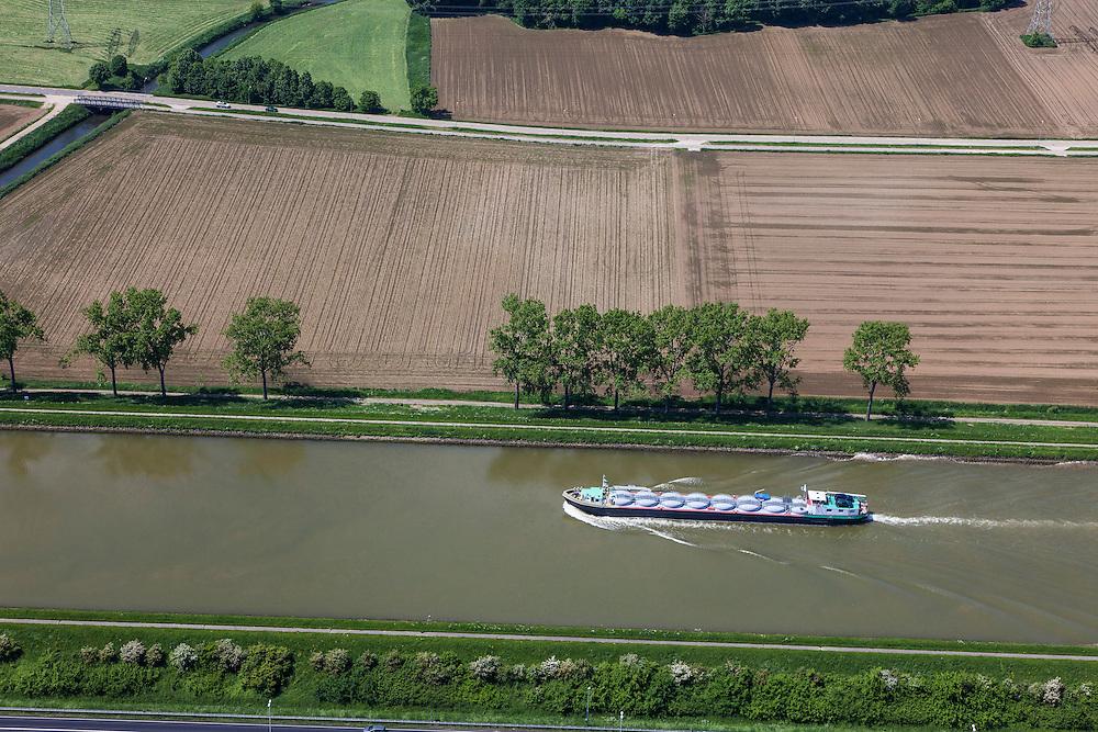 Nederland, Limburg, Gemeente Maasgouw, 27-05-2013; scheepvaart op het Julianakanaal bij Ohe en Laak. Tanker voor beton.<br /> Shipping on Julianacanal (Meuse canal).<br /> luchtfoto (toeslag op standard tarieven);<br /> aerial photo (additional fee required);<br /> copyright foto/photo Siebe Swart.