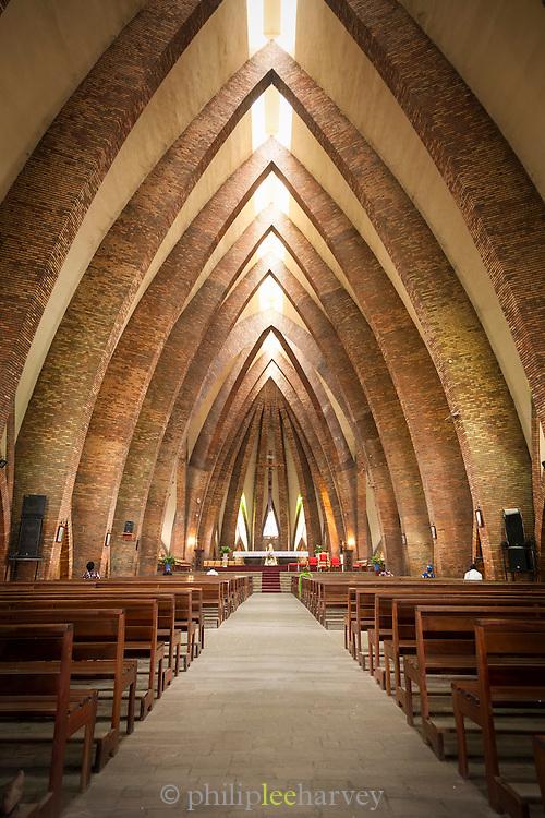 Interior, Basilique Sainte Anne du Congo.