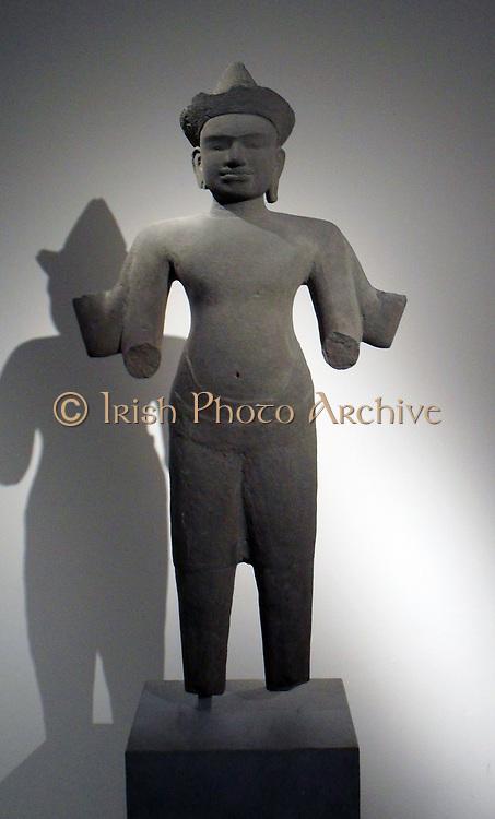 Vishnu (Hindu god), style of Angkor Wat (1100-1150), style Baphuon (1050-1100). Sandstone sculpture from Cambodia