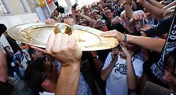 26.05.2011, Hauptplatz, Graz, AUT, 1. FBL, SK Puntigamer Sturm Graz Meisterfeier, im Bild Christian Gratzei präsentiert den Meisterteller seinen Fans und lässt sich mit ihnen fotografieren, EXPA Pictures © 2011, PhotoCredit: EXPA/ Erwin Scheriau
