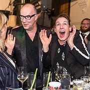 NLD/Amsterdam/20191114 - Uitreiking Esquires Best Geklede Man 2019, Bart Chabot en partner Jolanda van den Burg