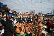 Lipnica Murowana, 2010-03-28. Sprzedaż koszyków - kiermasz w Niedzielę Palmową w Lipnicy Murowanej
