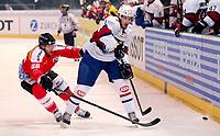 Arosa, 20.12.2013, Eishockey Laenderspiel, Schweiz - Norwegen, Matthias Bieber (SUI) gegen Andreas Stene (NOR) (Pascal Muller/EQ Images)