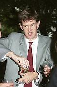 Robert McCrumb. Faber summer party. London. June 2000. © Copyright Photograph by Dafydd Jones 66 Stockwell Park Rd. London SW9 0DA Tel 020 7733 0108 www.dafjones.com