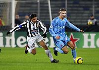 TURIN - TURIJN (ITALIE - ITALIA) - STADIO DELLE ALPI 22/11/2005  <br /> SPORT / FOOTBALL / VOETBAL / CHAMPIONS LEAGUE  / LIGUE DES CHAMPIONS / JUVENTUS FC - CLUB BRUGGE / <br /> ALESSANDRO DEL PIERO - SVEN VERMANT<br />  / PICTURE BY   ERIC LALMAND  <br /> ©Digitalsport<br /> Norway only