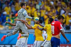 Goleiro Júlio Cesar na partida entre Brasil x Chile, válida pelas oitavas de final da Copa do Mundo 2014, no Estádio Mineirão, em Belo Horizonte. FOTO: Jefferson Bernardes/ Agência Preview