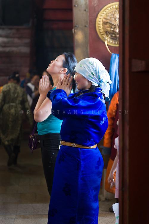 Two women praying at Gandan Monastery, Ulaanbaatar, Mongolia. Photo © Robert van Sluis