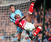 Fotball<br /> Norske spillere i England<br /> Foto: Colorsport/Digitalsport<br /> NORWAY ONLY<br /> <br /> Shaun Newton crosses for the 1st Charlton Athletic goal as Runar Normann (Coventry City) looks on. Coventry City 2:3 Charlton Athletic, F.A.Cup 5th round, 29/1/2000