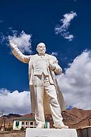 Tadjikistan, Asie centrale, Gorno Badakhshan, Haut Badakhshan, le Pamir, la Route du Pamir, ville de Mourgab à 3600m d'altitude, statue de Lenine // Tajikistan, Central Asia, Gorno Badakhshan, the Pamir, Wakhan valley, the Pamir highway, Murghab city at 3600 m altitude, Lenine statue