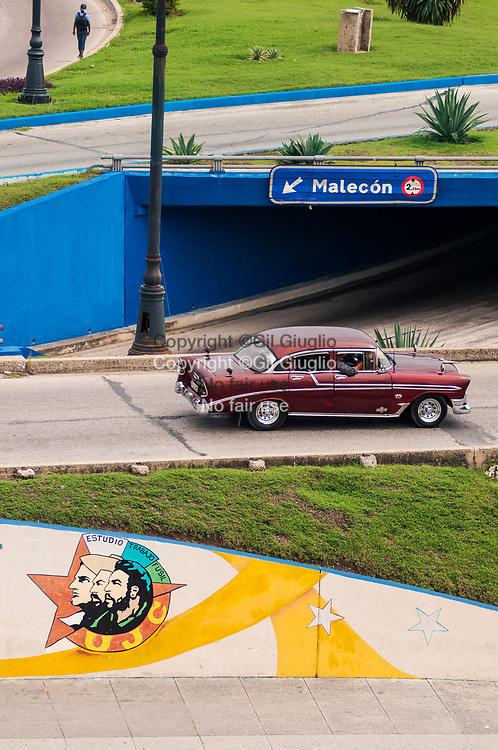 Cuba, La Havane, centre-ville, place Parque Martires del 71 tunnel pour le Malacon// Cuba, Havana, downtown, Parque Martires del 71 square, tunnel to Malecon