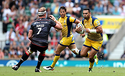 Ben Te'o of Worcester Warriors runs at Schalk Burger of Saracens - Mandatory by-line: Robbie Stephenson/JMP - 03/09/2016 - RUGBY - Twickenham - London, England - Saracens v Worcester Warriors - Aviva Premiership London Double Header