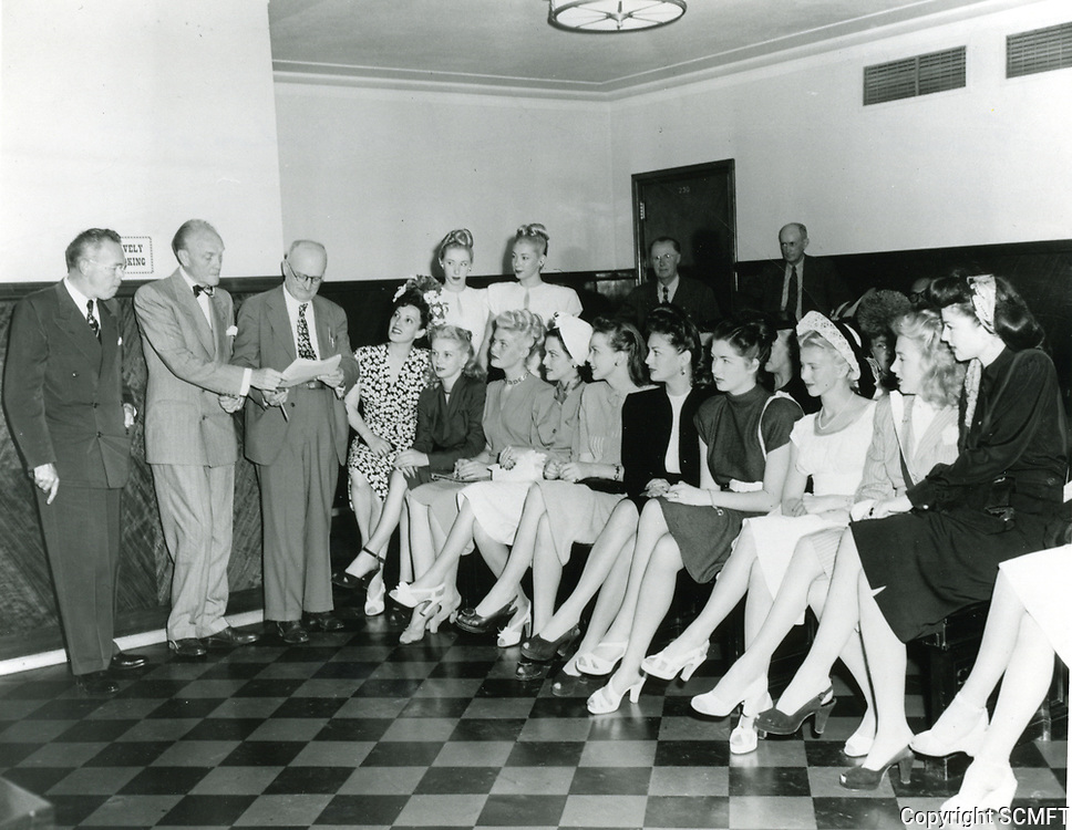 1947 Earl Carroll chatting with his showgirls at the Earl Carroll Theater