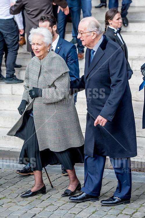 Koning Albert II en Koningin Paola tijdens de jaarlijkse eucharistieviering ter nagedachtenis van de overleden leden van de Koninklijke Familie, in de Onze-Lieve-Vrouwkerk te Laken.