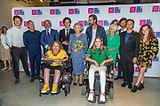 Prinses Beatrix aanwezig bij dansvoorstelling Free To Move in het Zuiderstrandtheater in Den Haag. <br /> <br /> Op de foto: Dennis van Aarssen, Prinses Beatrix en Jan Kooijman