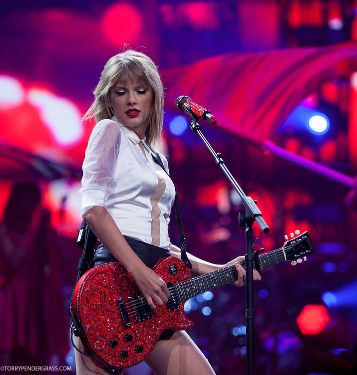 Taylor Swift In Portland On August 30 2013 Torry Pendergrass