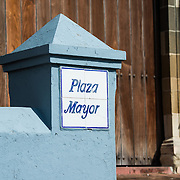 A sign for Plaza Mayor on the front steps of Catedral Metropolitana. Standing on the western side of Plaza de la Independencia (or Plaza Mayor), the Catedral Metropolitana was built between 1688 and 1796. It is one of the largest of Central America's cathedrals and was badly neglected before undergoing major restoration in 2003.