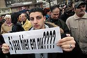 Nederland, Nijmegen, 14-2-2004..Protest, demonstratie, in Nijmegen tegen het uitzettingsbeleid van Verdonk. Asielzoekers, vluchtelingen, pardonregeling, verzet, Terugkeren naar land van herkomst, schrijnende gevallen...Foto: Flip Franssen/Hollandse Hoogte