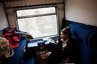 Giuseppe Villani and Modica Ersilia, a couple from the Sicilian town of Agrigento, are on the last Trinacria train going to Modena to visit their daughter who has emigrated years ago. The Trinacria express train is a historical train from Palermo, Sicily, to Milan, symbol of the emigration from South to the North.  From December 11th 2011 16 train connecting Southern Italy to the North will be cancelled by Trenitalia, the state-owned train operator in Italy. ### Giuseppe Villani e Modica Ersilia, una coppia di Agrigento, sono sull'ultimo treno Trinacria per andare a visitare la figlia che abita a Modena. Il Trinacria è un treno storico che ha collegato Palermo e Milano, simbolo dell'emigrazione verso Nord. Dall'11 dicembre 2011 16 treni che collegano il Sud al Nord Italia verranno soppressi da Trenitalia.