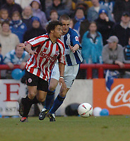 Fotball<br /> England 2004/2005<br /> Foto: SBI/Digitalsport<br /> NORWAY ONLY<br /> <br /> League One - Play off Semi Final<br /> Brentford v Sheffield Wednesday<br /> 16th May, 2005<br /> Brentfords Deon Burton is stopped from making a cross by Alex Bruce of Wednesday.