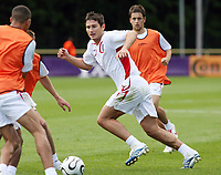 Photo: Chris Ratcliffe.<br />England training session. 06/06/2006.<br />Frank Lampard looks for the ball.