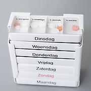 Nederland Rotterdam  25-08-2009 20090825 Foto: David Rozing .Serie over zorgsector, Ikazia Ziekenhuis Rotterdam. Medicijndoos medicijndoosje met daarin de medicatie, verdeeld over  alle dagen van de week en de verschillende dagdelen. Dit om te voorkomen dat de patient vergeet de pillen in te nemen. Medicinbox with compartments with pills for every day of the week and part of day, this to avoid the patient forgetting to take the pills.  little box of medicen..Foto: David Rozing ..Holland, The Netherlands, dutch, Pays Bas, Europe,   dagelijks dagelijkse medicatie, medicijnen,geneesmiddel, medicament, medicamenten,  genezen, genezing, ziekte bestrijding bestrijden, medicijngebruik, gebruik medicijnen, farmaceutische industrie middelen, medicijn, medicin, medicens, , treatment, vergeten om medicijnen in te nemen, vergeet, grote hoeveelheid, , geneesmiddelen, zelfmedicatie, apotheek, apothekers,ziektekosten