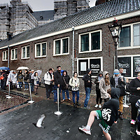 Nederland, Amsterdam , 21 april 2014.<br /> Paasdrukte rond Anne Frank huis tot zelfs om de hoek Prinsengracht tijdens 2e Paasdag.<br /> Foto:Jean-Pierre Jans
