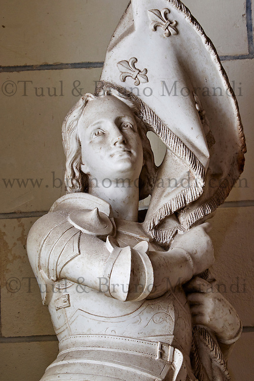France, Indre-et-Loire (37), Loches, la cité médiévale, Eglise St-Ours, collégiale Notre Dame, la statue de Jeanne d'Arc // France, Indre-et-Loire (37), Loches, St-Ours church, collegiate Notre Dame, statue of Jeanne d'Arc