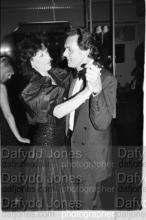 hon Charles  and Mrs. Allsop. Pink and Black Ball, Claridge's. 28 July 1987. © Copyright Photograph by Dafydd Jones 66 Stockwell Park Rd. London SW9 0DA Tel 020 7733 0108 www.dafjones.com
