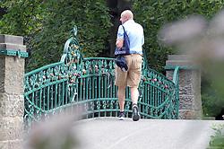 """26.08.2011, Maschsee, Hannover, GER, Liebesbrücke am Maschsee, im Bild Brücke im Maschpark am Neuen Rathaus in Hannover - jetzt als """"Liebesbrücke"""" auserkoren. Schlösser als Zeichen für ewige Liebe EXPA Pictures © 2011, PhotoCredit: EXPA/ nph/   Rust       ****** out of GER / CRO  / BEL ******"""