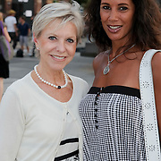 NLD/Amsterdam/20080725 - Modeshow Monique Collignon tijdens de AIFW 2008, Emilie Bouwman en mannequin Manuela Loth
