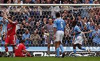 Fotball<br /> Foto: SBI/Digitalsport<br /> NORWAY ONLY<br /> <br /> Manchester City v Charlton Athletic<br /> Barclays Premiership<br /> 28/08/2004<br /> <br /> Charlton players react in disbelief after Dean Kiely's (C) error allows Trevor Sinclair to score