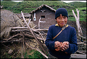Fredi Molo Cruz displays edible waykjuiro worms outside his family home in Ocra Katunki, Peru. (Man Eating Bugs: The Art and Science of Eating Insects)