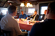 Sint Jansklooster, 30-09-2021, Rietteeltbedrijf Slot<br /> <br /> Koning Willem Alexander tijdens een werkbezoek aan de twee landbouwbedrijven in de Kop van Overijssel. Het werkbezoek stond in het teken van landbouw en natuurherstel. FOTO: Brunopress/Patrick van Emst<br /> <br /> Op de foto: Koning Willem-Alexander tijdens een rondleiding bij landbouw- en rietteeltbedrijf Slot in Sint Jansklooster.