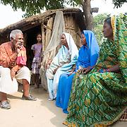 CAPTION: Community mobiliser Mahendra Paswan explains the benefits of signing up for an OORJAmitra device to potential customers. LOCATION: Singhilpur, Saran District, Bihar, India. INDIVIDUAL(S) PHOTOGRAPHED: From left to right - Mahendra Paswan, Leelavati Kumar, Sardha Mumar, Meena Devi and Shanti Devi.