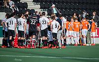 AMSTELVEEN - teamoverleg,   tijdens de oefenwedstrijd tussen Amsterdam en Bloemendaal heren.    COPYRIGHT  KOEN SUYK