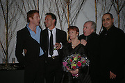 Damian Lewis, Jonathan Kent; Thelma Holt. Michael Attenborough; Pierre Audi. Almeida 25th Anniversay Gala. Gagosian Gallery, Brittania St. Kings Cross. London. 27 January 2005. ONE TIME USE ONLY - DO NOT ARCHIVE  © Copyright Photograph by Dafydd Jones 66 Stockwell Park Rd. London SW9 0DA Tel 020 7733 0108 www.dafjones.com