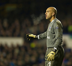 LIVERPOOL, ENGLAND - Tuesday, February 16, 2010: Everton's goalkeeper Tim Howard in action against Sporting Clube de Portugal during the UEFA Europa League Round of 32 1st Leg match at Goodison Park. (Photo by: David Rawcliffe/Propaganda)