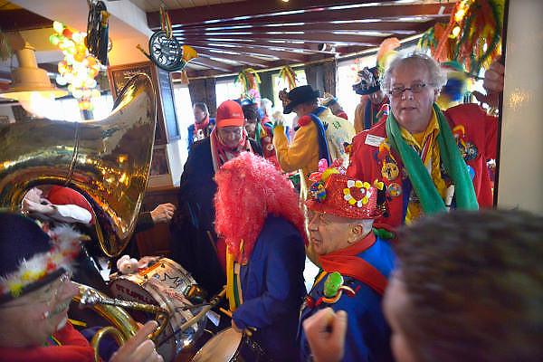 Nederland, Wijchen, 10-2-2013Carnavalsoptocht in Wijchen, ofwel Urnengat. Feest in cafe Anneke.Foto: Flip Franssen/Hollandse Hoogte