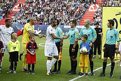 August 12, 2017 - France - les joueurs de St Etienne saluent les arbitres (Credit Image: © Panoramic via ZUMA Press)