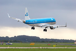 © Licensed to London News Pictures. 18/09/2018. Leeds UK. A KLM aircraft struggles to land this morning in strong cross winds at Englands highest airport, Leeds Bradford International. Wind speeds are expected to increase tomorrow with the arrival of Storm Ali. Photo credit: Andrew McCaren/LNP