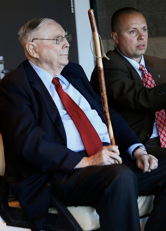 Berkshire Hathaway vice chairman Charlie Munger visits the shareholder shopping day in a golf cart as part of the Berkshire Hathaway annual meeting weekend in Omaha, Nebraska May 5 2017. REUTERS/Rick Wilking