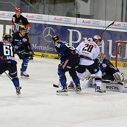 Torversuch des EHC Red Bull Muenchen durch 28 Frank Mauer (Spieler EHC Reb Bull Muenchen)<br /> Auf dem Bild 61 David Elsner (Spieler ERC Ingolstadt), 50 Thomas Pielmeier (Spieler ERC Ingolstadt), 51 Timo Pielmeier (Torwart ERC Ingolstadt), 5 Fabio Wagner (Spieler ERC Ingolstadt) beim Spiel in der DEL, ERC Ingolstadt (blau) - EHC Red Bull Muenchen (weiss).<br /> <br /> Foto © PIX-Sportfotos *** Foto ist honorarpflichtig! *** Auf Anfrage in hoeherer Qualitaet/Aufloesung. Belegexemplar erbeten. Veroeffentlichung ausschliesslich fuer journalistisch-publizistische Zwecke. For editorial use only.