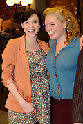 Premiere Soldaat van Oranje met nieuwe cast in de Theater Hangaar op vliegveld Valkenburg in Katwijk <br /> op de foto:  Zwangere Loes Haverkort met Marlijn Weerdenburg